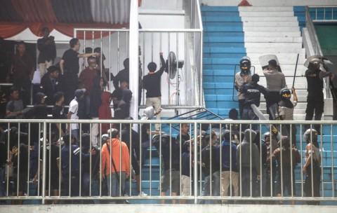 Enam Oknum Suporter Ditangkap di Laga PSS Lawan Arema FC