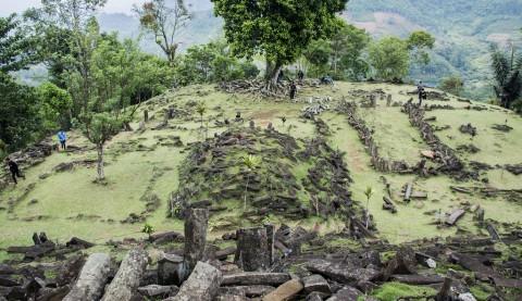 Tebing Timur dan Barat Situs Gunung Padang Longsor