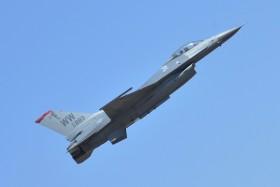 Jet Tempur F-16 Milik AS Hancur Tabrak Gudang