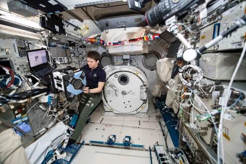 NASA Pamer Foto Robot Asisten di ISS, Astrobee