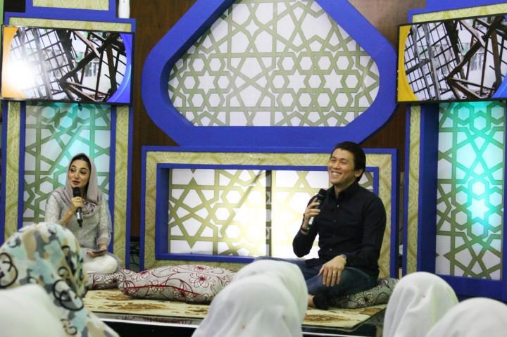 Reino Barack Buka Bersama Santri Ponpes Asshiddiqiyah
