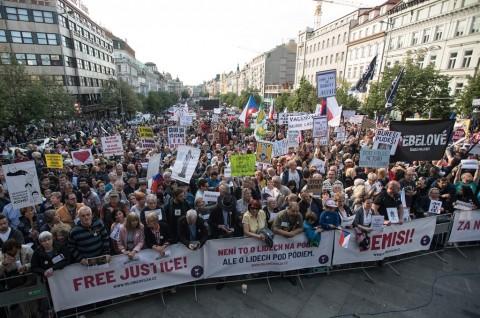 Ribuan Warga Republik Ceko Protes Kasus PM Babis