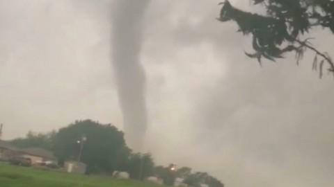 12 Tornado Ancam Jutaan Rumah di Amerika