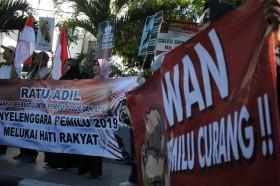 KPU Surabaya Turut Didemo Warga