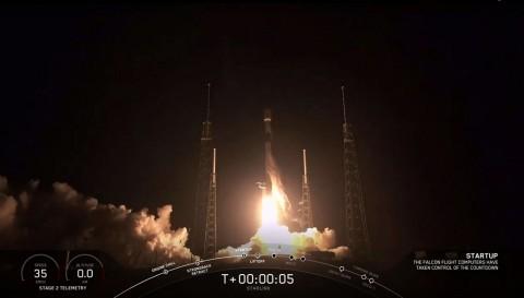 SpaceX Sukses Kirimkan 60 Satelit Starlink
