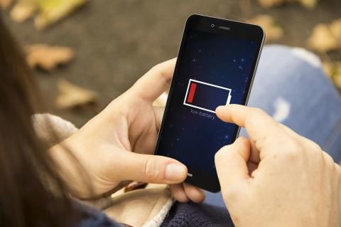 Cara Hemat Baterai Ponsel Saat Puasa