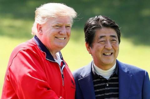 Trump Memulai Kunjungan di Jepang dengan Bermain Golf