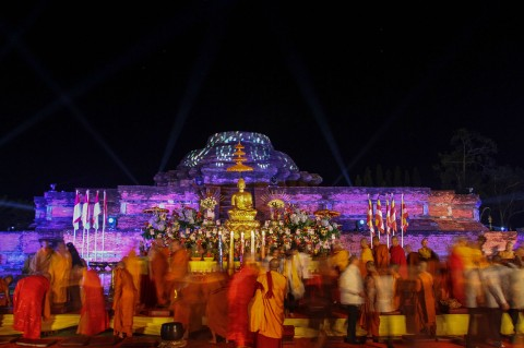 Ribuan Umat Buddha Rayakan Waisak di Candi Muara Takus