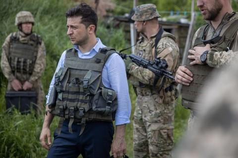 Presiden Ukraina Kunjungi Wilayah Separatis Pro-Rusia
