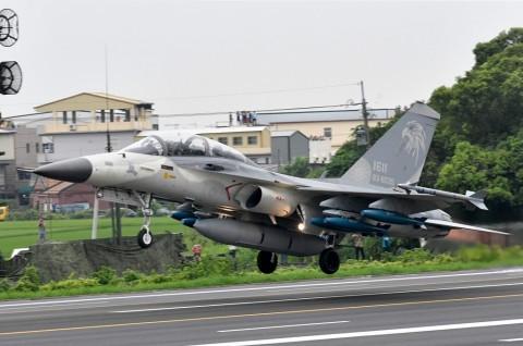 Jet Taiwan Berlatih Hadapi Kemungkinan 'Invasi' Tiongkok