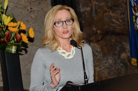 J.K. Rowling Rilis Empat Cerita Baru Harry Potter Tahun Ini