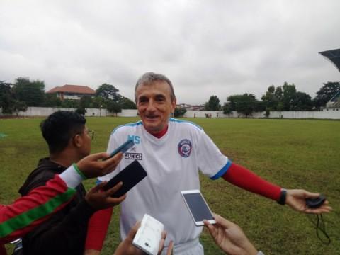 Pelatih Arema FC Khawatirkan Libur Lebaran