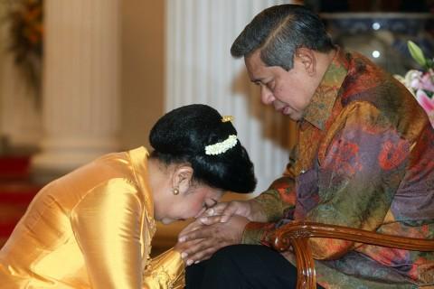 Ani Yudhoyono Santap Sahur di Lorong Istana
