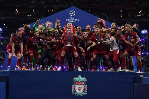 Liverpool Angkat Trofi Liga Champions 2018--2019