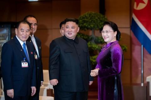 Diisukan Kerja Paksa, Pejabat Korut Muncul Bersama Kim Jong-un