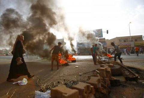 Militer Sudan Bubarkan Aksi Protes, Dua Warga Tewas