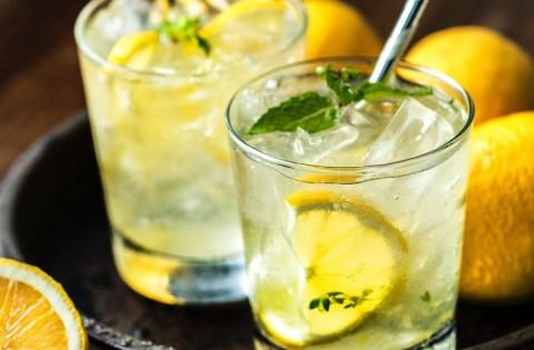 Bahaya Memasukkan Irisan Lemon ke dalam Minuman