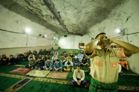 Mengintip Masjid di Dalam Perut Bumi