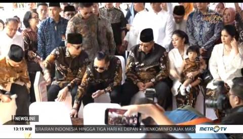 SBY Isi Idulfitri dengan Ziarah Makam Ani