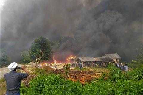 Pemerintah Ganti Rugi Rumah Warga Terbakar Pascabentrok di Buton