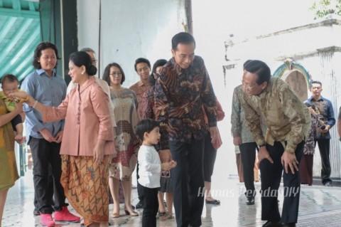 Jokowi Sekeluarga Silaturahmi ke Raja Yogyakarta