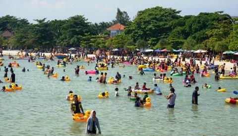 Wisatawan Diminta Mematuhi Batas Area Renang