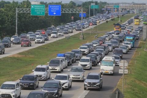 Rest Area di Jalan Tol Cikampek-Jakarta Dibuka Tutup