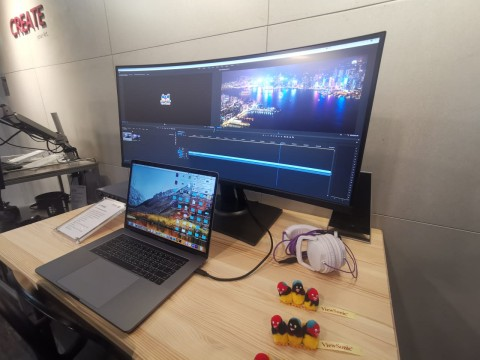Monitor Lengkung 38 Inci ViewSonic Khusus Profesional