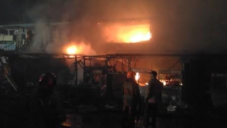 Pasar Ujungberung Bandung Dilalap Api