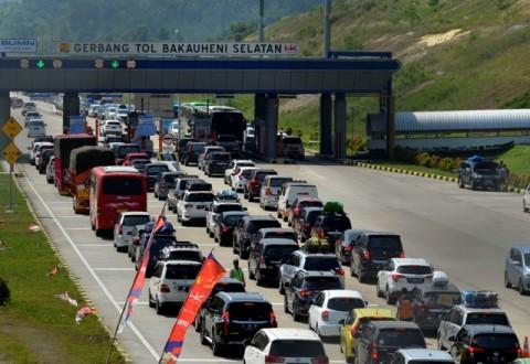 Antrean Kendaraan Mengular di Gerbang Tol Bakauheni