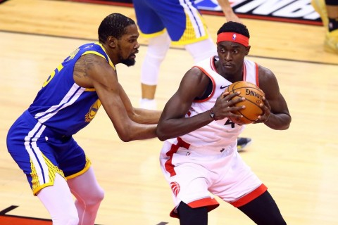 Warriors Turunkan Durant, Pesta Kemenangan Raptors Tertunda