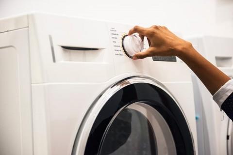 Air Dingin atau Air Hangat untuk Mencuci Pakaian Anda?