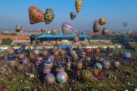 Ratusan Peserta Meriahkan Festival Balon Pekalongan