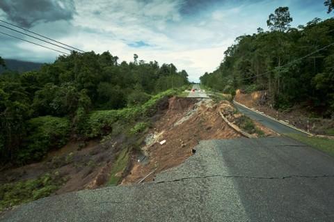 Jalan Lintas Aceh Barat-Pidie Terancam Putus Akibat Longsor