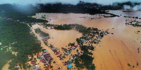 Banjir Isolasi Empat Kecamatan di Konawe Utara
