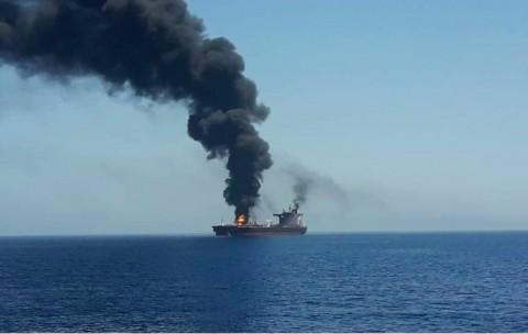 Saling Klaim Evakuasi Dua Kapal Tanker di Teluk Oman