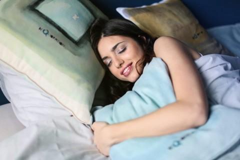 Tidur Tanpa Bra Memperbesar Payudara Medcom Id