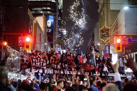 Raptors Juara NBA, Warga Toronto Berpesta di Jalan