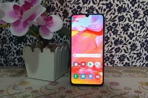 Samsung Galaxy A70, Layar Luas Tanpa Bongsor