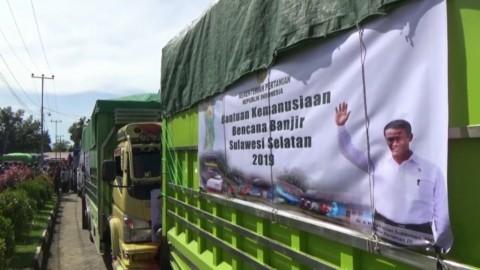 Mentan Salurkan Bantuan untuk Korban Banjir Sulsel dan Sultra