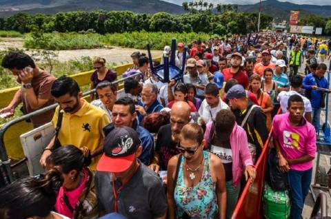 Imigran Venezuela Beramai-ramai Menyeberang ke Peru