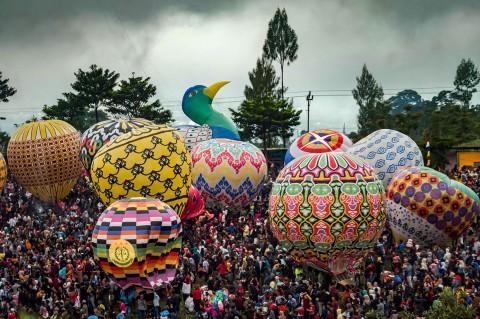 Ratusan Peserta Meriahkan Festival Balon Udara Wonosobo