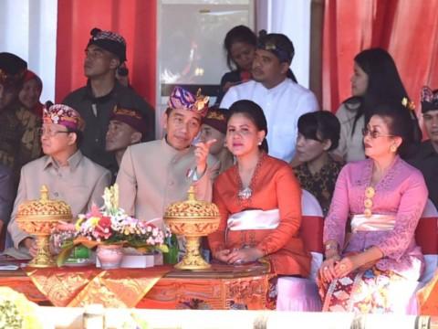 Jokowi Ikuti Pawai Pesta Kesenian Bali ke-41