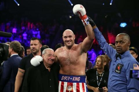 Tyson Fury Menang TKO atas Tom Schwarz