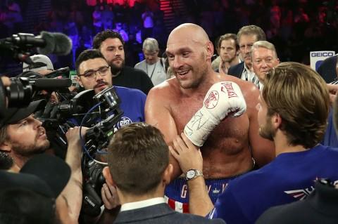 Tyson Fury TKO Tom Schwarz di Ronde Kedua