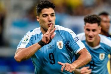 Uruguay Bantai 10 Pemain Ekuador