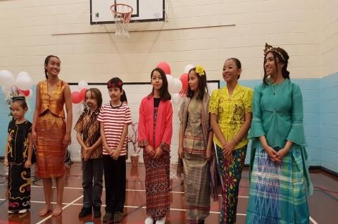 Pameran Baju Adat Nusantara Pukau Warga Wales