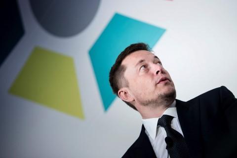 Tesla Motors Siapkan Mobil yang Bisa Jalan di Air