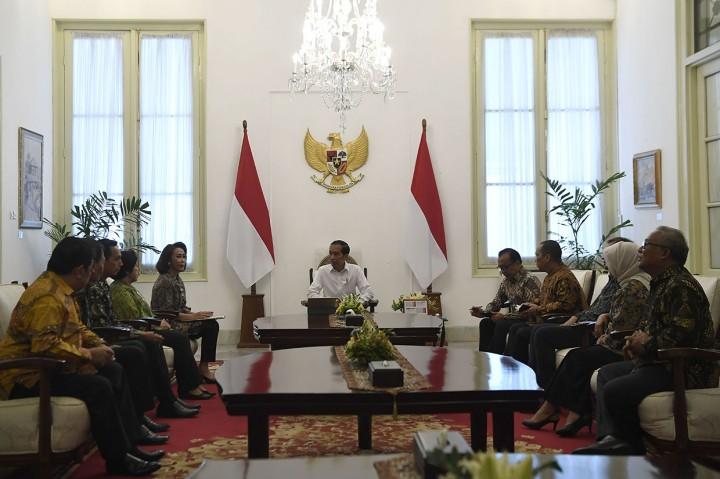 Jokowi Bertemu Pansel Capim KPK di Istana