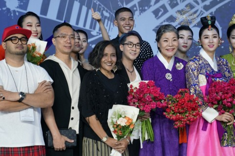 Desainer Indonesia, Lia Mustafa Curi Perhatian di ASEAN Week 2019